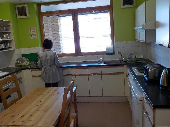 YHA Oxford: 台所。利用する人は少なかったが・・・。