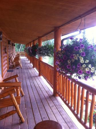 The Inn at the Lake: The walkway to each room