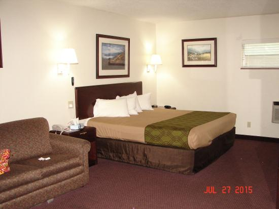 Econo Lodge Inn & Suites on the River