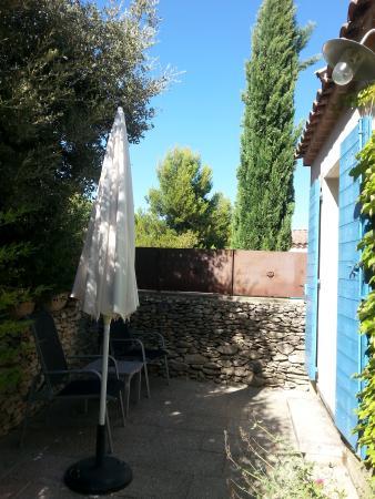 Le Clos des Lavandes: Provence private patio