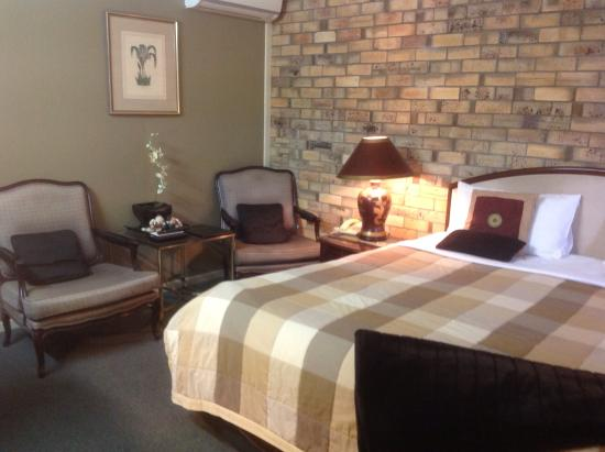 Centre Point Mid City Motor Inn: Comfortable chairs to relax in
