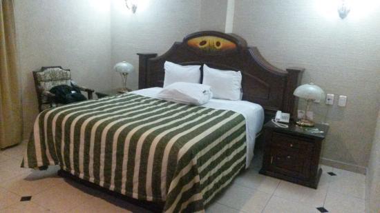 Hotel Casino Plaza: Quarto