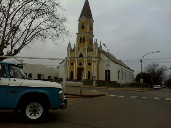 Ruta del Queso: plaza e iglesia de Suipacha