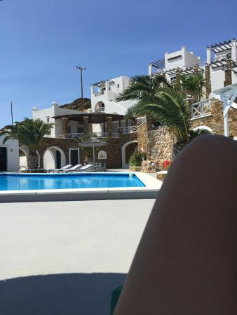 Hotel Katerina: relaxing by the pool