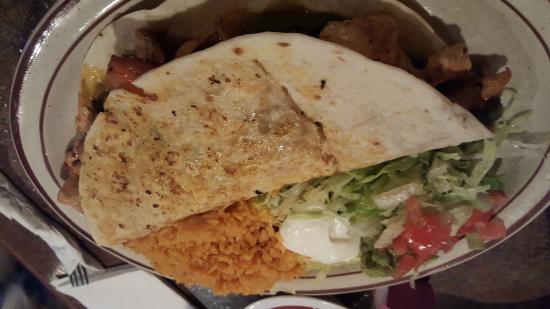 Cancun Mexican Restaurant: Quesadilla fajita with chicken