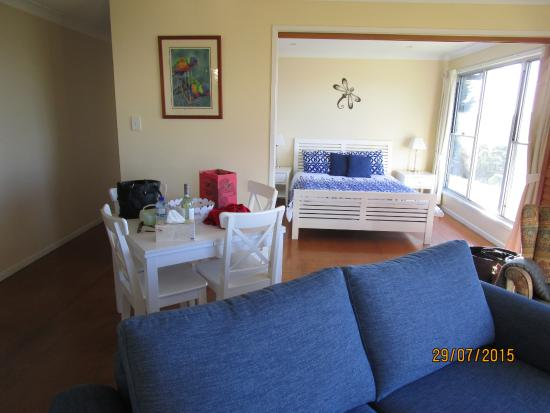 Beau Spring Creek Mountain Cafe And Cottages: Roomy Living Area!