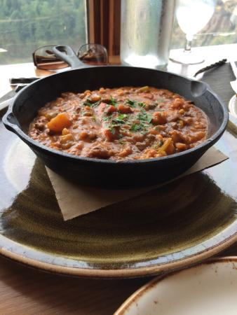 The Attic at Salish Lodge & Spa : Organic chicken pot pie, walls walla onion and bacon pizza, beef stew, Bloody Mary, view of the
