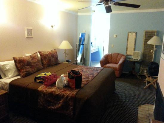 Beachwalker Inn: King Bed
