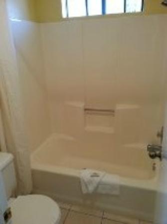 Beachwalker Inn: Bathroom