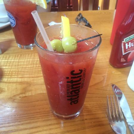 The Village Inn: Mini shore dinner and Bloody Mary's.