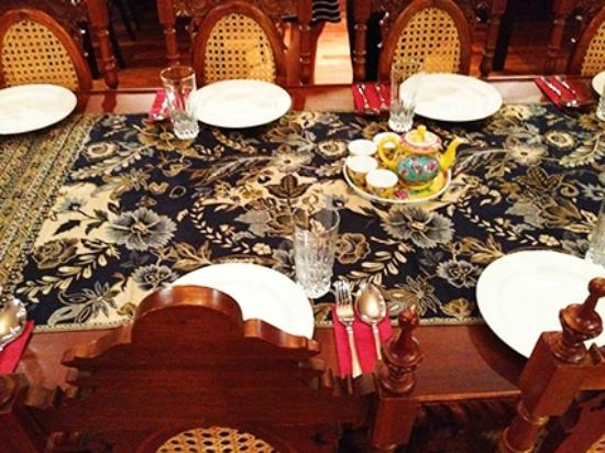 LHH Straits Chinese Kitchen table setting & table setting - Picture of LHH Straits Chinese Kitchen Kuala Lumpur ...