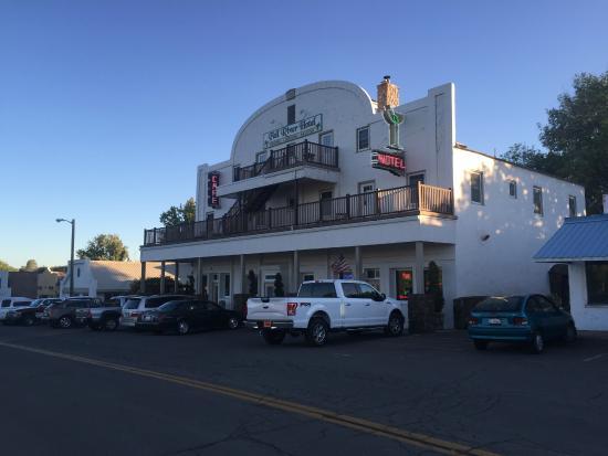 Fall River Hotel : Exterior