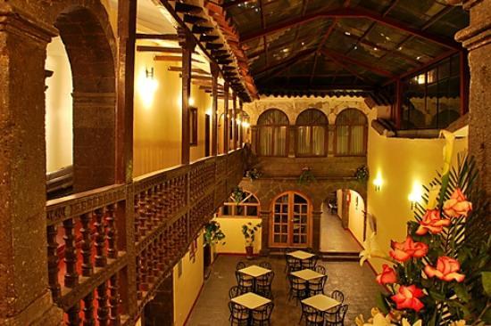 Cusco Plaza Nazarenas: Patio del Hotel