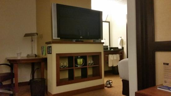 Hyatt Place Dublin/Pleasanton: huge tv in front of the bed