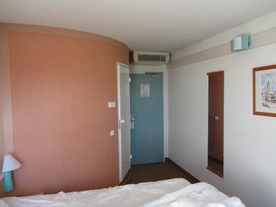 Ibis Troyes Centre : Zimmer mit Bad