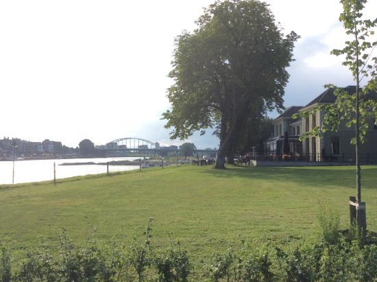 Sandton IJsselhotel Deventer: Het hotel van buiten.