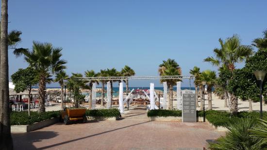 Rest House Tyr Hotel & Resort: The beach entrance