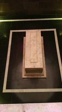 Nizami Ganjavi Mausoleum : Mezar