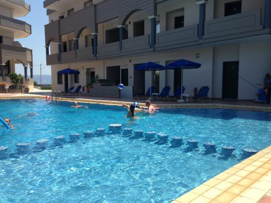 Christina Beach Hotel: swimming pool