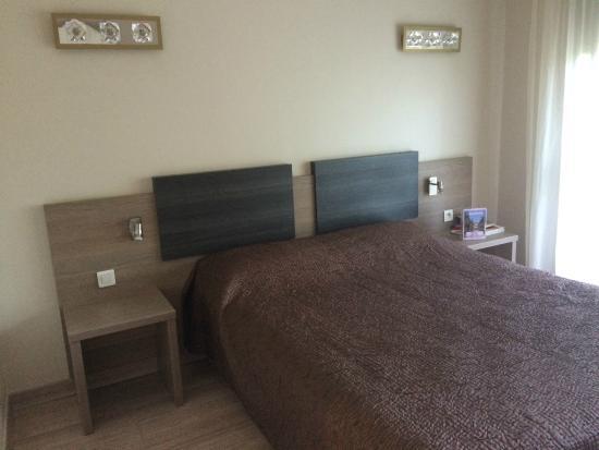 Hotel Poretta: Chambre très ajourée et grande