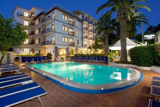 Hotel Caravel Sorrento: Pool Night Time