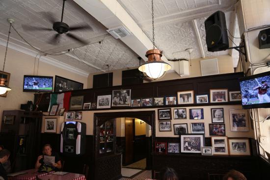 Sala interna picture of mulberry street bar new york for Sala new york