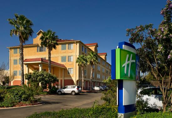 Holiday Inn Express Hotel & Suites San Antonio-Downtown Market Area: Located near Market Square, King William District and Alamodome.
