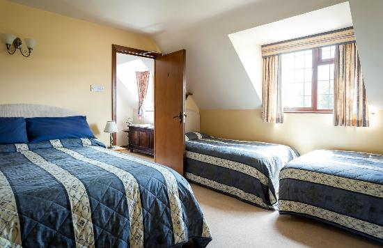 Corsham Field Farmhouse: Large Family room Corsham Field B&B