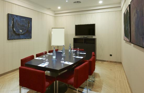 NH Barcelona Stadium: Meeting room
