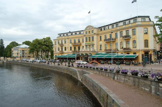 klaraelven kart Hotellet ligger sentralt i Karlstads gamle bydel, ved Klaraelven  klaraelven kart