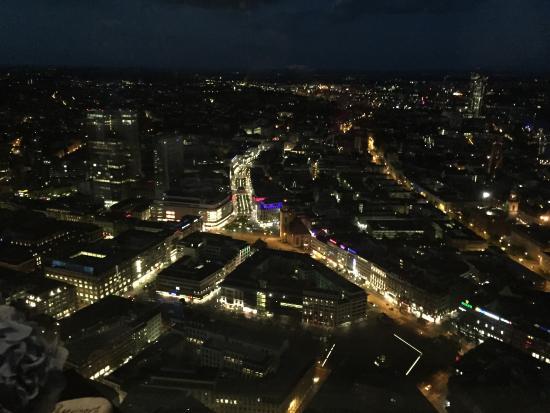 aussicht nachts von der lounge bild von main tower restaurant lounge frankfurt am main. Black Bedroom Furniture Sets. Home Design Ideas