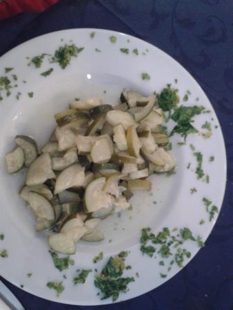 Hotel Arabesco: Sembra un contorno, ma è un secondo piatto: zucchine alla poverella alias zucchine bollite!assur