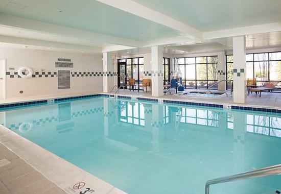Courtyard by Marriott Winchester: Indoor Pool
