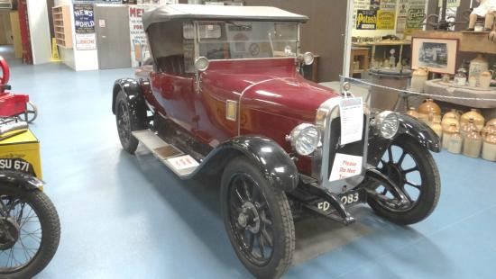 Oakham Treasures : Vintage car