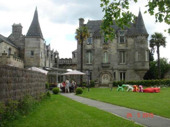 Pluvigner, ฝรั่งเศส: le chateau et sa créperie
