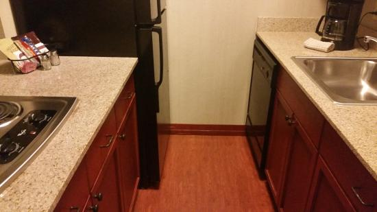 Residence Inn Memphis Downtown : Kitchenette - price did not give this wonderful surprise away!