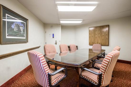 Comfort Inn & Suites Crabtree Valley: Nc Boardroom