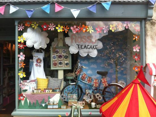 Tideswell, UK: Flossy Teacake Window Display June 2015