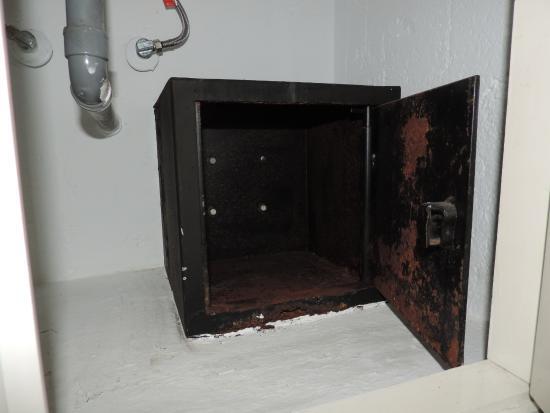 FERGUS Style El Cortijo Golf: la caja fuerte daba miedito, y estaba metida en el armario del baño