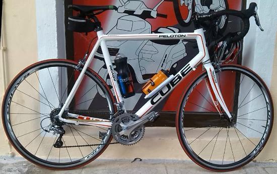 Ainos Bikes: cube peloton,700c,3x10 speed shimano 105 series,carbon fork .