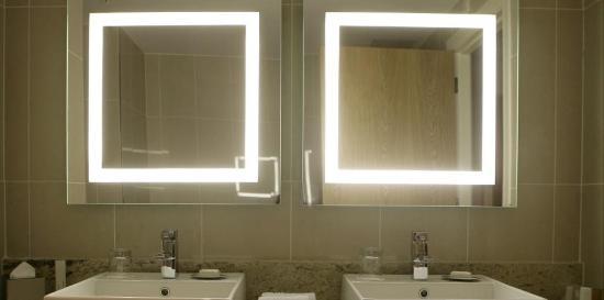 Pillo Hotel Ashbourne: Bathroom