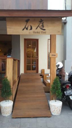Seki Tei Sushi & Kushiyaki: Entrance