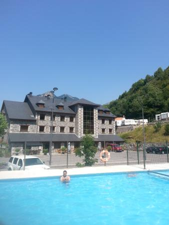 Hotel Camping Bielsa : Hotel from outside