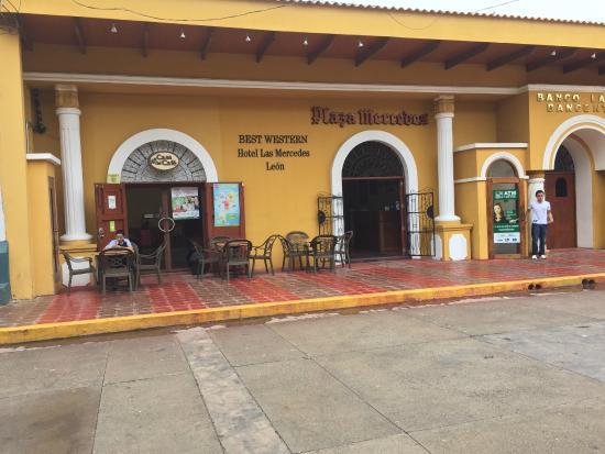 BEST WESTERN Las Mercedes Leon: view from outside