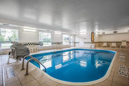 Comfort Inn Rockford: Pool