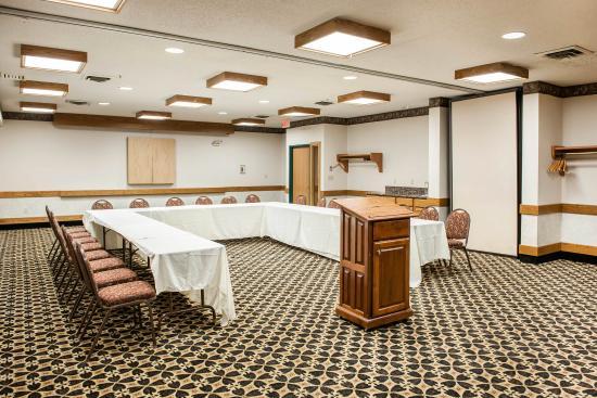 Baymont Inn & Suites Franklin : In Meeting