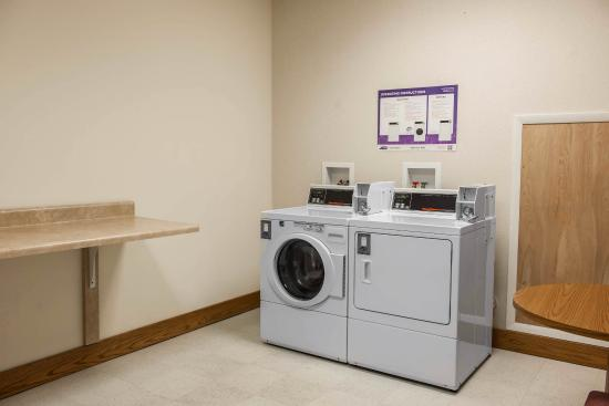 Baymont Inn & Suites Franklin: In Laundry