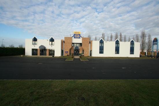 Stars Dreux Hotel : Exterior