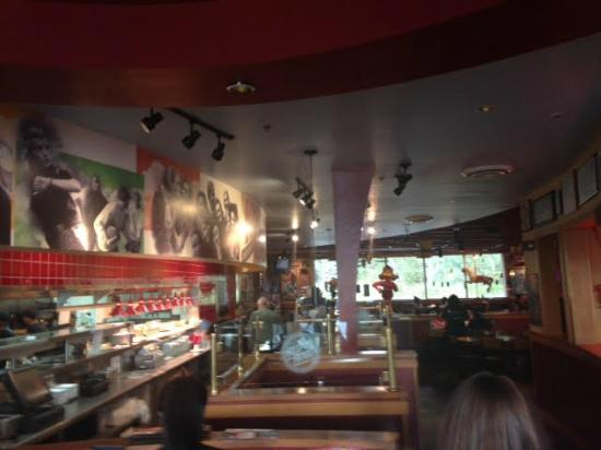 Red Robin Gourmet Burgers: Interior entrance