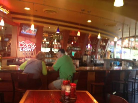 Red Robin Gourmet Burgers: Interior bar area
